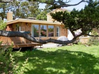 Beach Retreat w/Ocean Views, Hot Tub, & Wi-Fi - Lincoln City vacation rentals
