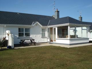 St Helen's Beach/golf cottage, Rosslare ferry 5min - Rosslare vacation rentals