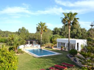 Spacious 5 bedroom San Lorenzo Villa with Internet Access - San Lorenzo vacation rentals