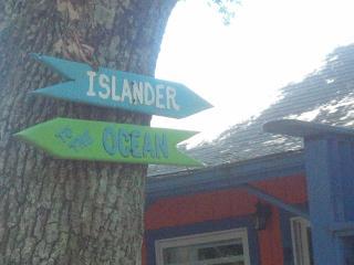 THE SHABBY CHIC ISLANDER! COOL.COMFY PET FRIENDLY - Carolina Beach vacation rentals