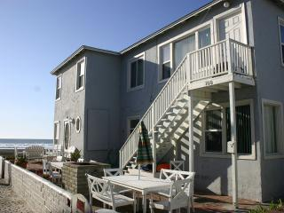 Studio-4BR Beach Cottages: Sleeps 2-30 People. CALL US - Pacific Beach vacation rentals