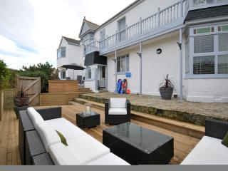 5 BEDROOM FAMILY HOUSE OVERLOOKING THE BEACH - Porthtowan vacation rentals