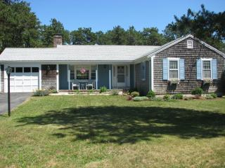 Lovely, comfortable 2 bedroom home on quiet street - East Harwich vacation rentals