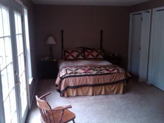 Country livin, quite, secluded, quilters paradise - Longview vacation rentals
