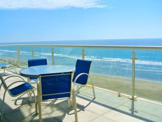 Ocean front condo - Acapulco vacation rentals