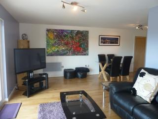 2 bedroom Condo with Satellite Or Cable TV in Cardiff - Cardiff vacation rentals