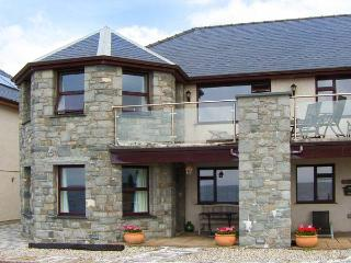THE ANNEX AT PENHELI, ground floor, WiFi, patio with furniture, beach across the road, Ref 913797 - Barmouth vacation rentals