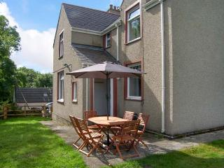 QUARRY BANK, WiFi, open fire, pets welcome, tradtional cottage near Benllech, Ref. 914609 - Benllech vacation rentals