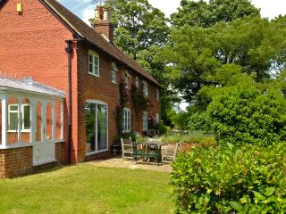 4 bedroom Cottage with Internet Access in Petham - Petham vacation rentals