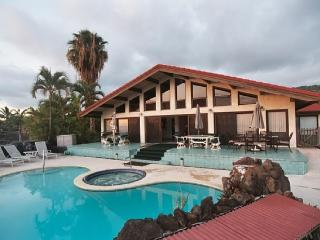 17 bed oceanview estate family home pool & jacuzzi - Kailua-Kona vacation rentals