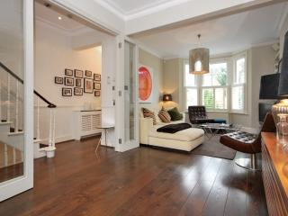 THREE BEDROOM FAMILY HOME IN FULHAM - London vacation rentals