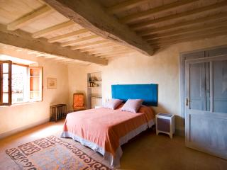Charming, restored house in southeast Tuscany, features log fire and balcony, sleeps 4 - Cetona vacation rentals