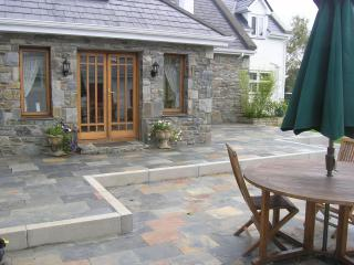 Sunny Cottage in Oughterard with Boat Available, sleeps 6 - Oughterard vacation rentals