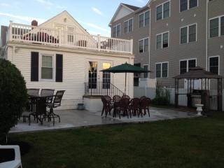 SINGLE BEACH HOUSE 4BR- sleeps 10+ - North Wildwood vacation rentals