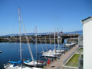 2 bedroom Apartment with Parking in Ardrossan - Ardrossan vacation rentals