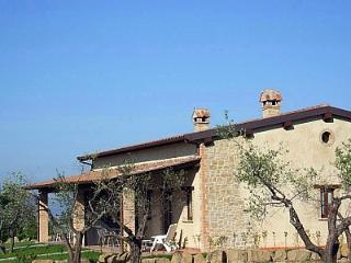 3 bedroom House with Deck in Gualdo Cattaneo - Gualdo Cattaneo vacation rentals