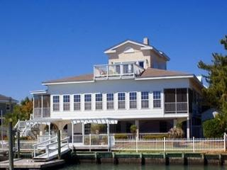 Pool,7/6 pool table,arcade,boat lift,hot tub,LARGE - Garden City vacation rentals