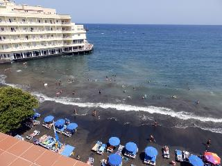 Beachfront penthouse  with wifi and sat tv, Medano - El Medano vacation rentals