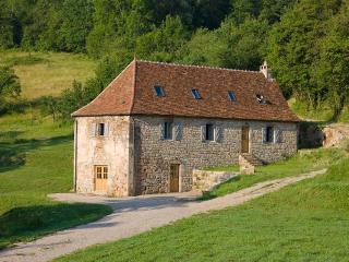 Spacious 4 bedroom Farmhouse Barn in Meyssac with Internet Access - Meyssac vacation rentals