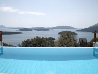 2 bedroom Villa with Internet Access in Perigiali - Perigiali vacation rentals