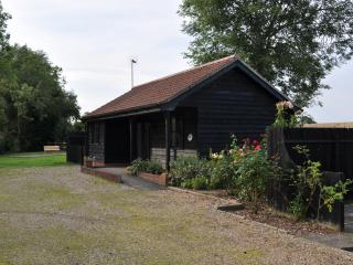Lovely Cabin with Outdoor Dining Area and Television - Framlingham vacation rentals