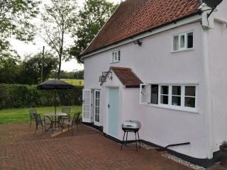 Lovely 2 bedroom Cottage in Framlingham with Dishwasher - Framlingham vacation rentals