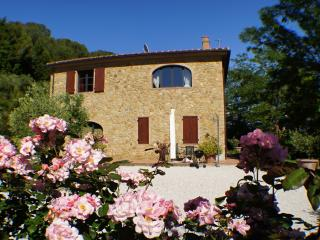 Delightful Tuscan farmhouse accomodation in enchanting countryside offers shared swmming pool and garden - Riparbella vacation rentals