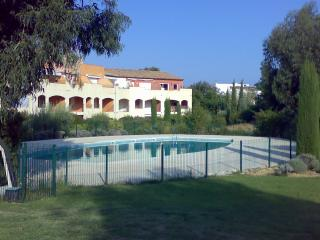 St.Tropez nearby appartment with garden in parc - Saint-Tropez vacation rentals