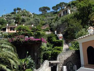 Comfortable 1 bedroom Apartment in Pontone with Internet Access - Pontone vacation rentals