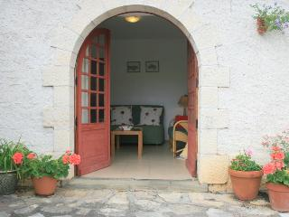 Comfortable 1 bedroom Gite in Cajarc - Cajarc vacation rentals