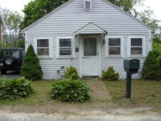 quaint Onset cottage walk to the beach - South Shore Massachusetts - Buzzard's Bay vacation rentals