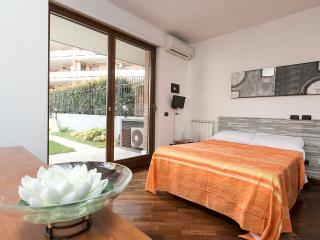 Airport Roof Garden - Rome FCO - Fiumicino vacation rentals