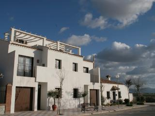 Bright Townhouse with A/C and Microwave in Fuente de Piedra - Fuente de Piedra vacation rentals