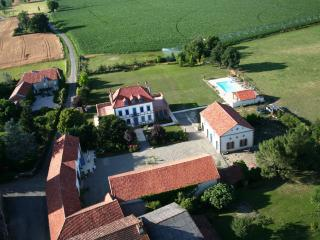 Beautiful Gite with Internet Access and Satellite Or Cable TV - Castelnau-Riviere-Basse vacation rentals