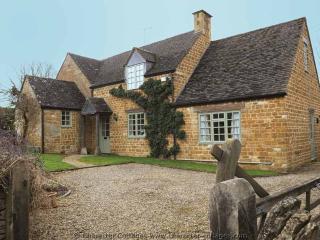 Beautiful 4 bedroom Oddington Cottage with Internet Access - Oddington vacation rentals