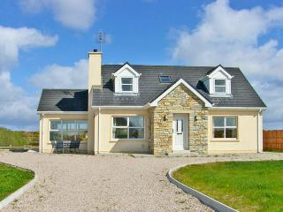 Nice Cottage with Parking Space and DVD Player - Burtonport vacation rentals