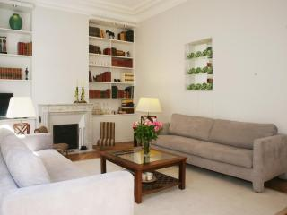 Designer Luxury 3 Bedroom apartment in the Heart of Louvre - Courbevoie vacation rentals