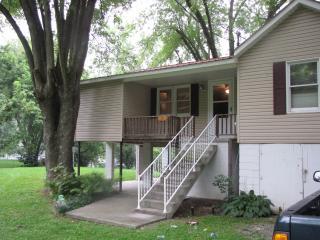 Hinton WV  2 bedroom cabin on Greenbrier River - West Virginia vacation rentals