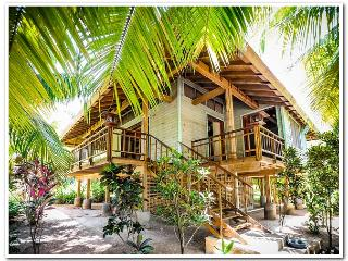 Beautiful Gardens...Steps from the beach! - Roatan vacation rentals