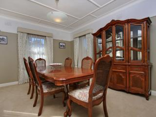 Bright 4 bedroom Canberra House with Internet Access - Canberra vacation rentals
