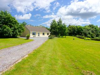 Cozy Cottage with Parking Space and DVD Player - Ballylickey vacation rentals