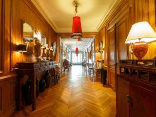 4 Bedroom Paris Apartment in Champs Elysees - Paris vacation rentals