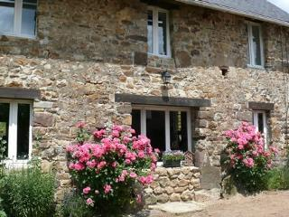 Perfect 3 bedroom Montpinchon Gite with Internet Access - Montpinchon vacation rentals