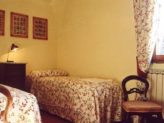 Comfortable House in Castelfiorentino with Deck, sleeps 6 - Castelfiorentino vacation rentals