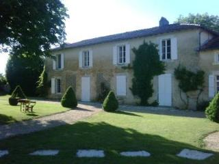 Charming 6 bedroom Manor house in Verteuil - Verteuil vacation rentals