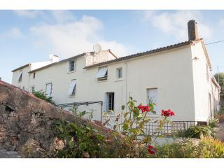 3 bedroom House with Internet Access in Pouzauges - Pouzauges vacation rentals