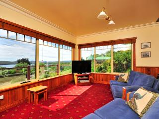 Perfect 4 bedroom Launceston Villa with Internet Access - Launceston vacation rentals