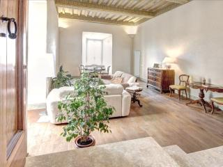 Elegant 2 bedroom apt. in historic Siena residence - Siena vacation rentals