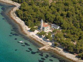 Bright 4 bedroom Villa in Zadar with Internet Access - Zadar vacation rentals