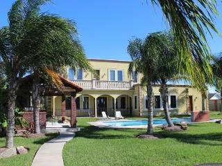 Tropicali Cove - Luxury Vacation Villa Near Kemah - Pasadena vacation rentals